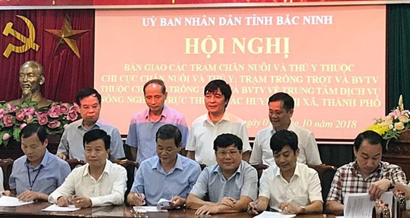 Bàn giao các đơn vị ngành Nông nghiệp cấp huyện về UBND cấp huyện, thị xã, thành phố