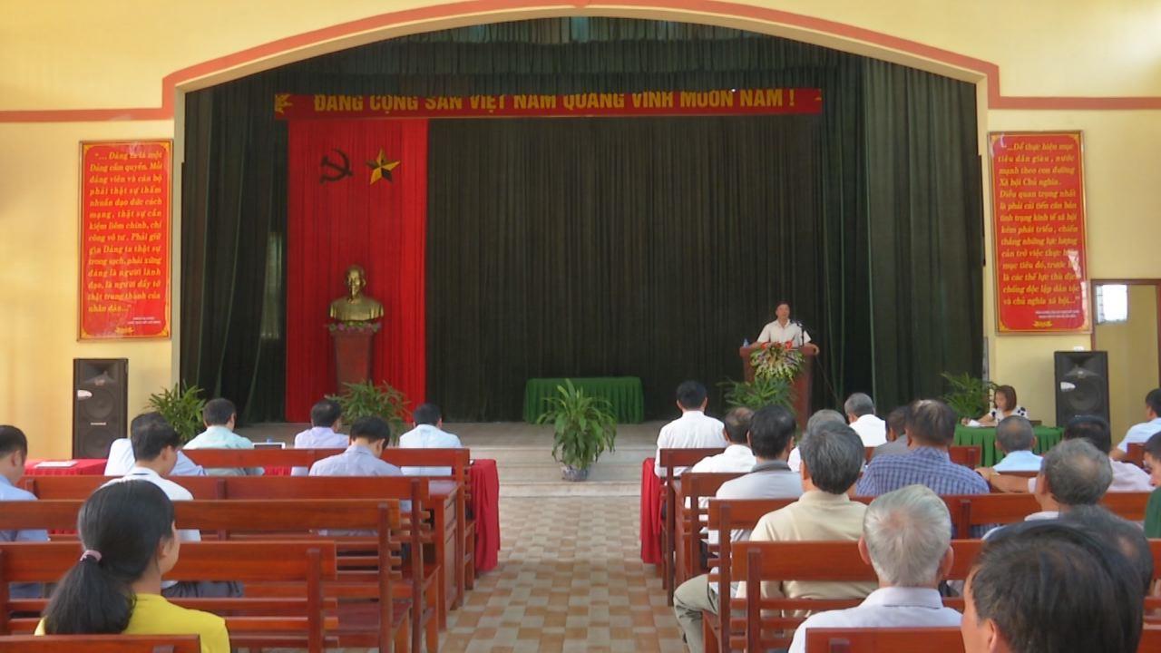 Phó Bí thư Thường trực Tỉnh ủy Nguyễn Hữu Quất  dự sinh hoạt Chi bộ tại huyện Quế Võ