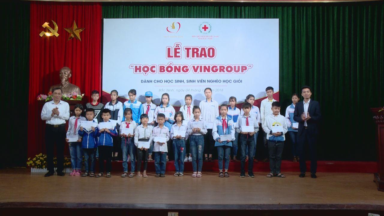 Gần 130 học sinh, sinh viên nghèo học giỏi của tỉnh nhận học bổng Vingroup