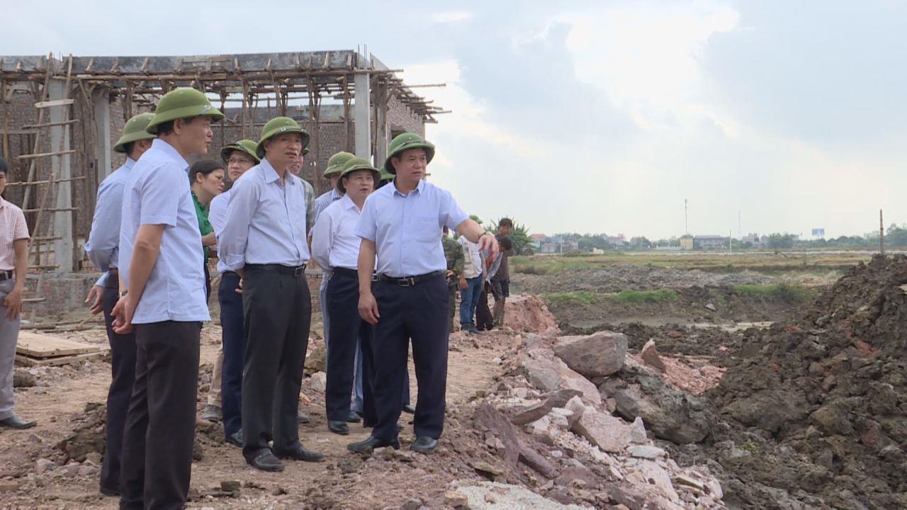 Lãnh đạo tỉnh kiểm tra tháng cao điểm thủy lợi cải tạo đất tại huyện Quế Võ