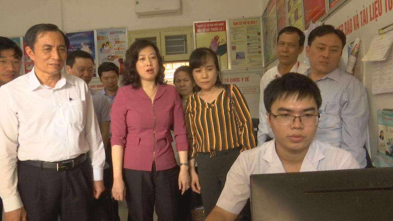 Phó Bí thư Tỉnh ủy Đào Hồng Lan kiểm tra tình hình sáp nhập các đơn vị y tế tuyến huyện tại Yên Phong
