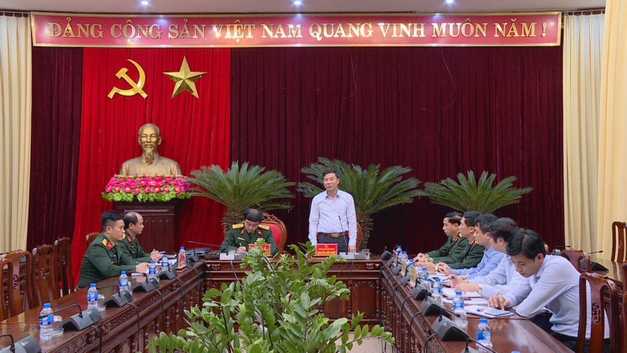 Phó Bí thư Thường trực Tỉnh ủy Nguyễn Hữu Quất làm việc với Báo Quân đội nhân dân