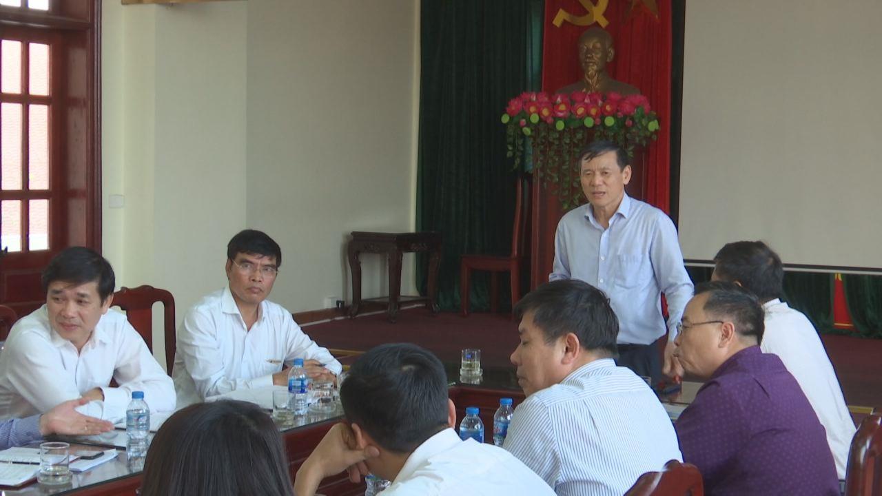Phó Chủ tịch Thường trực UBND tỉnh Nguyễn Tiến Nhường  làm việc với Sở Công thương