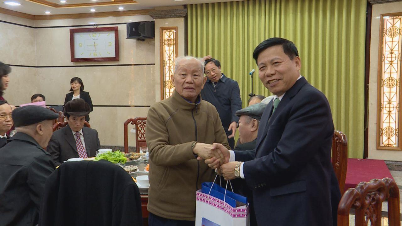 Các đồng chí nguyên lãnh đạo tỉnh thăm một số công trình mới hoàn thành
