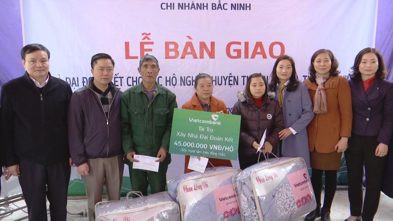 Vietcombank Bắc Ninh trao nhà Đại đoàn kết tại huyện Thuận Thành