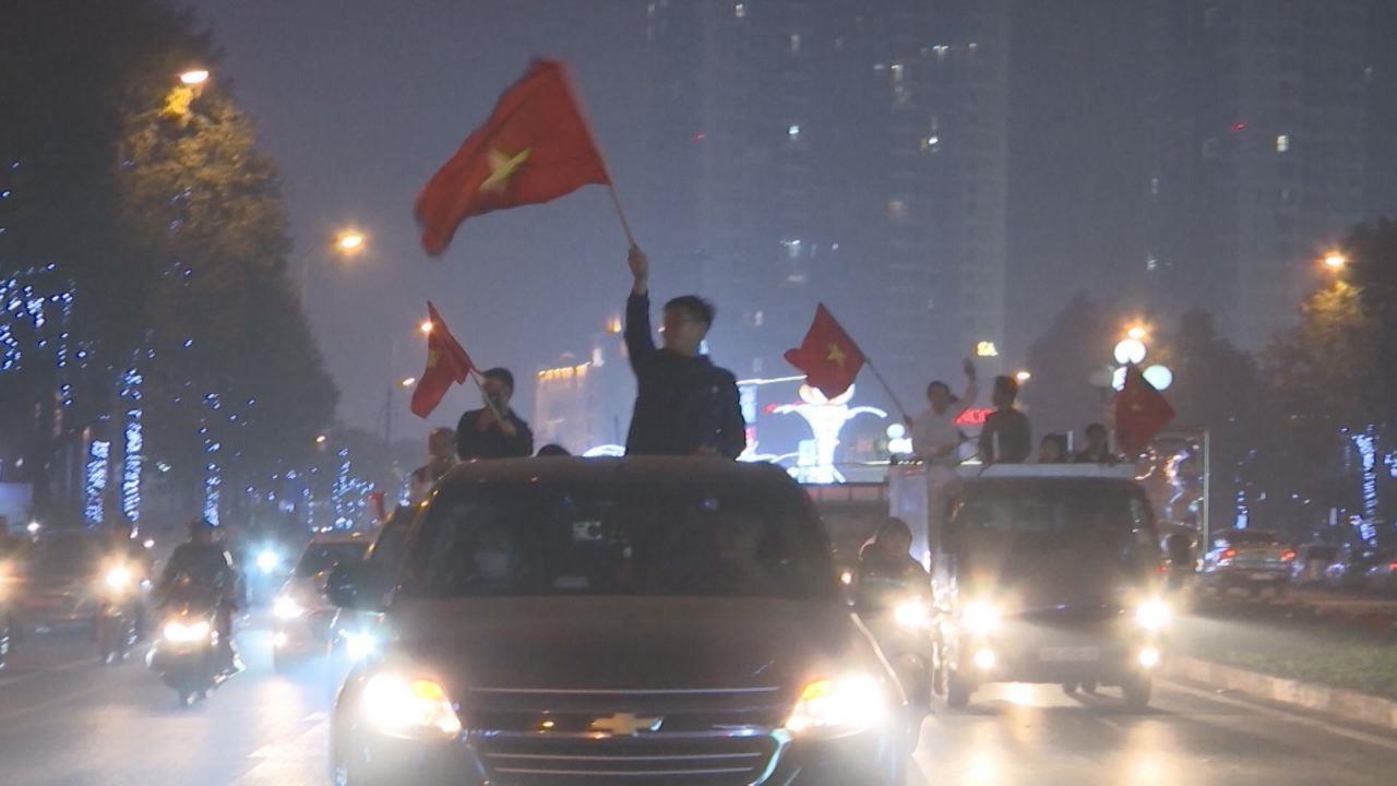 Người hâm mộ thành phố Bắc Ninh xuống đường cổ vũ cho đội tuyển Việt Nam