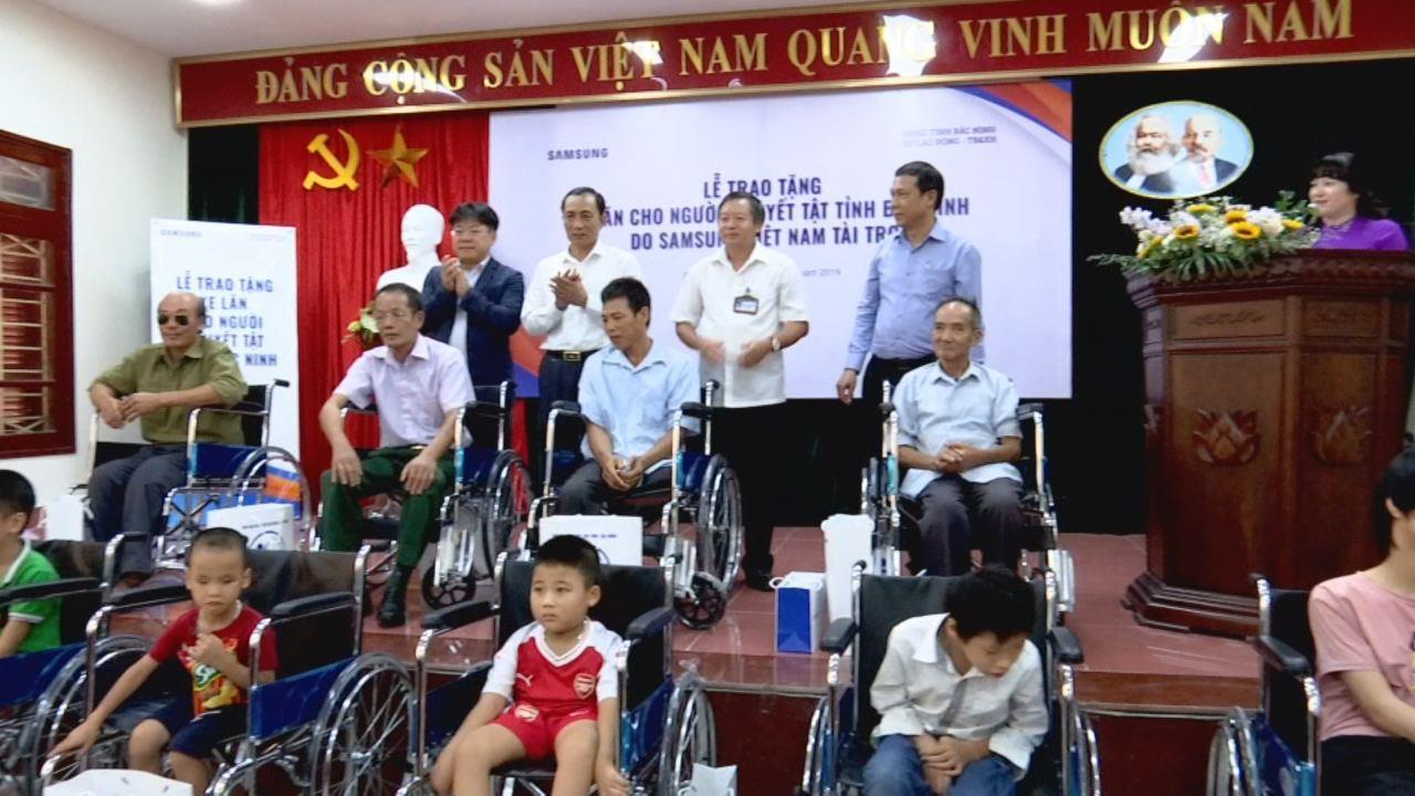 Trao xe lăn và học bổng cho trẻ em có hoàn cảnh đặc biệt khó khăn và người khuyết tật