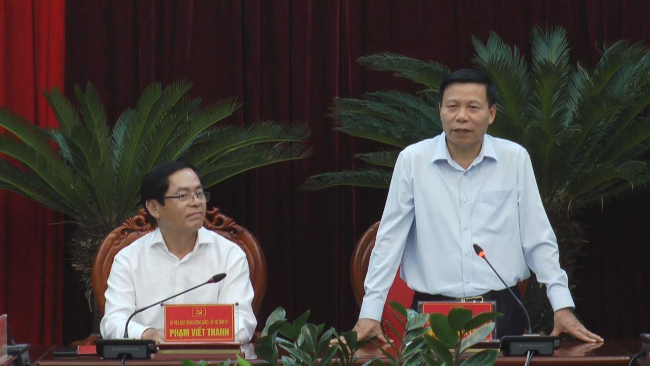 Bí thư Tỉnh ủy trao Huy hiệu Đảng tại xã Lai Hạ, huyện Lương Tài