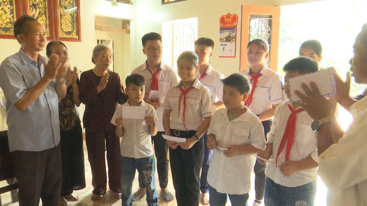 Phó Chủ tịch UBND tỉnh Nguyễn Văn Phong thăm và tặng quà Tết tại Bệnh viện Sản Nhi tỉnh và Trung tâm Y tế Quế Võ