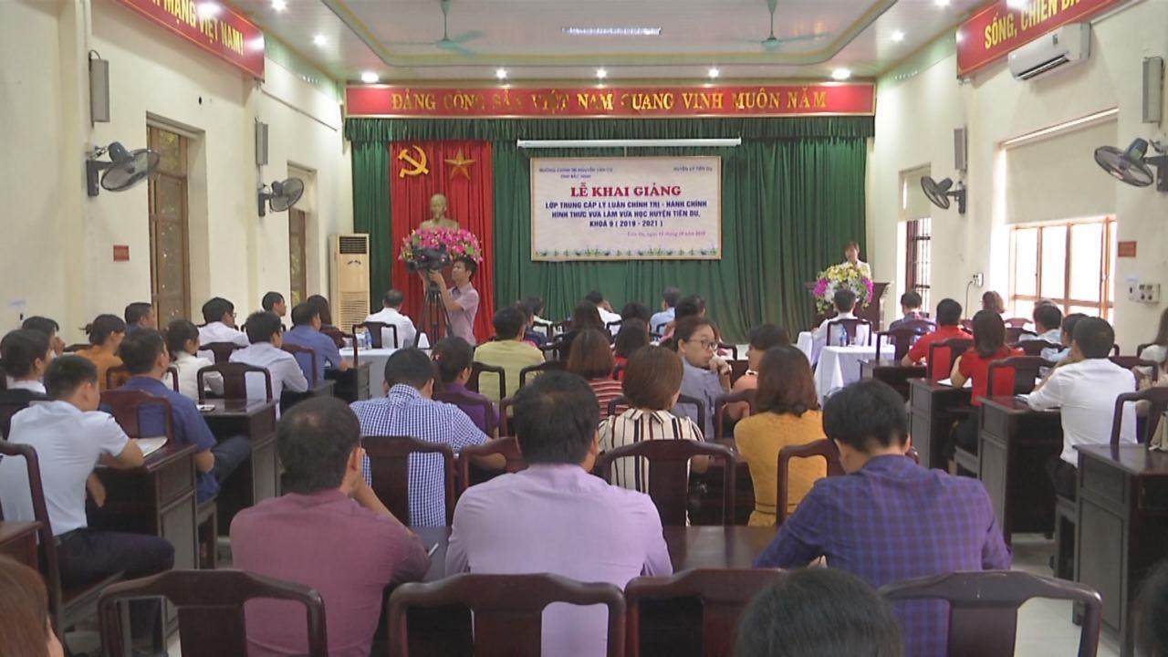 Khai giảng lớp Trung cấp Lý luận chính trị - hành chính huyện Tiên Du khóa 9