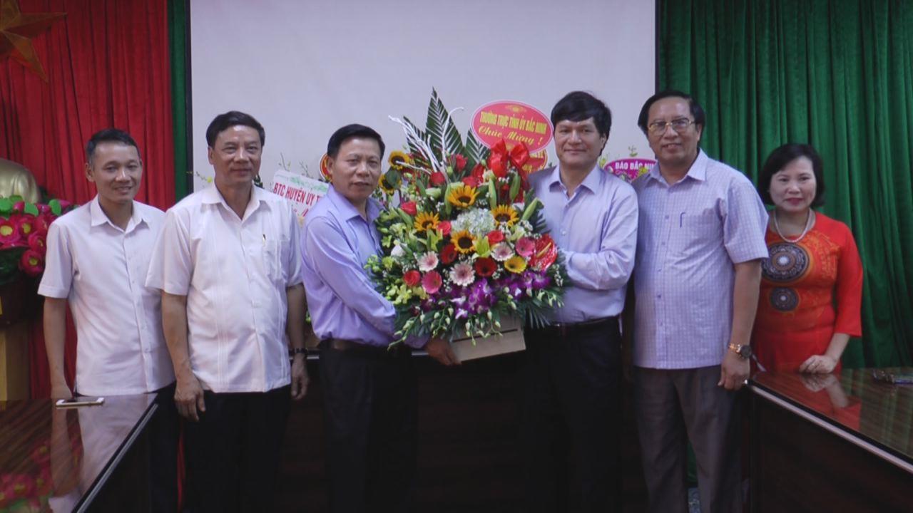 Thường trực Tỉnh ủy chúc mừng Ban Tổ chức Tỉnh ủy nhân ngày truyền thống ngành Tổ chức xây dựng Đảng