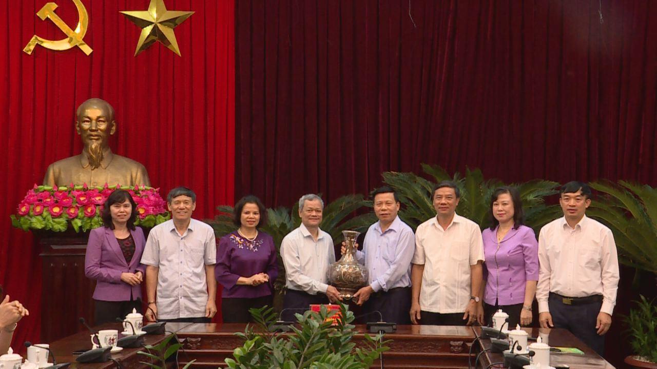 Gặp mặt, chia tay đồng chí Nguyễn Tử Quỳnh, nguyên Phó Bí thư Tỉnh ủy, nguyên Chủ tịch UBND tỉnh nghỉ chế độ hưu trí