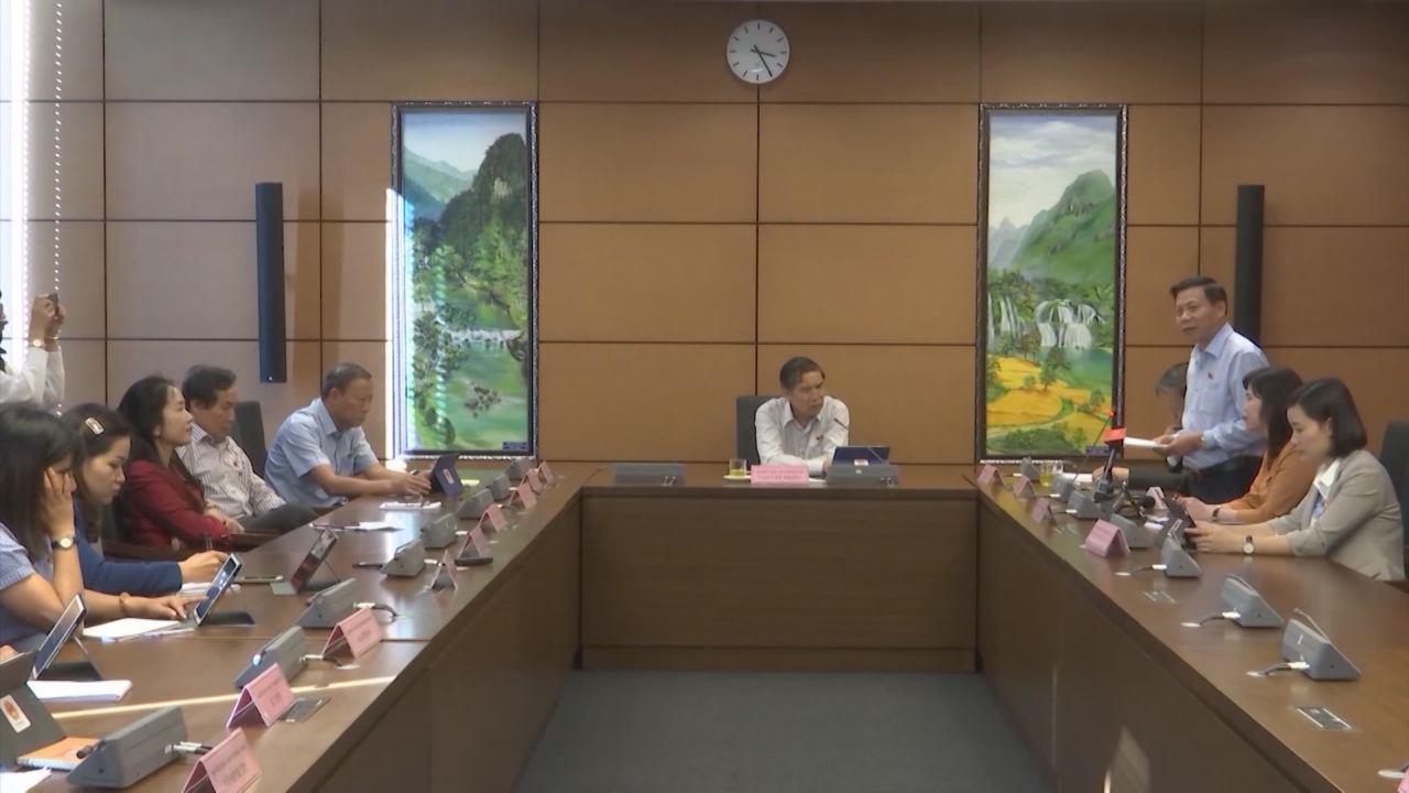 Quốc hội thảo luận một số Điều của Luật Nhập cảnh, xuất cảnh