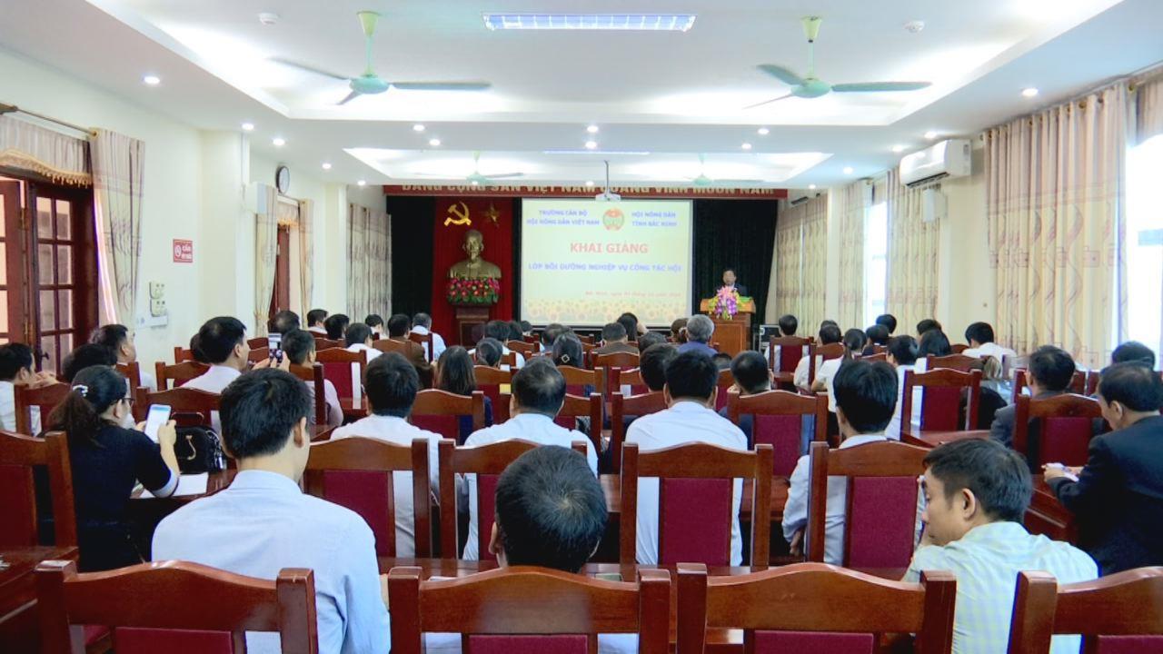 Khai giảng lớp Bồi dưỡng nghiệp vụ cán bộ Hội Nông dân