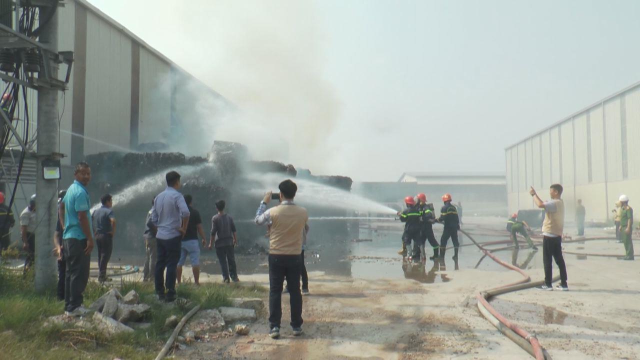 Cháy cơ sở thu mua phế liệu tại Yên Phong