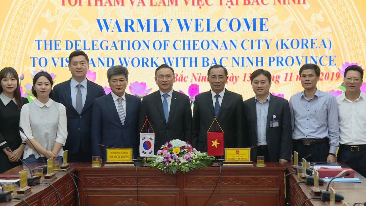 Phó Chủ tịch UBND tỉnh Nguyễn Văn Phong  làm việc với Đoàn công tác thành phố Cheonan