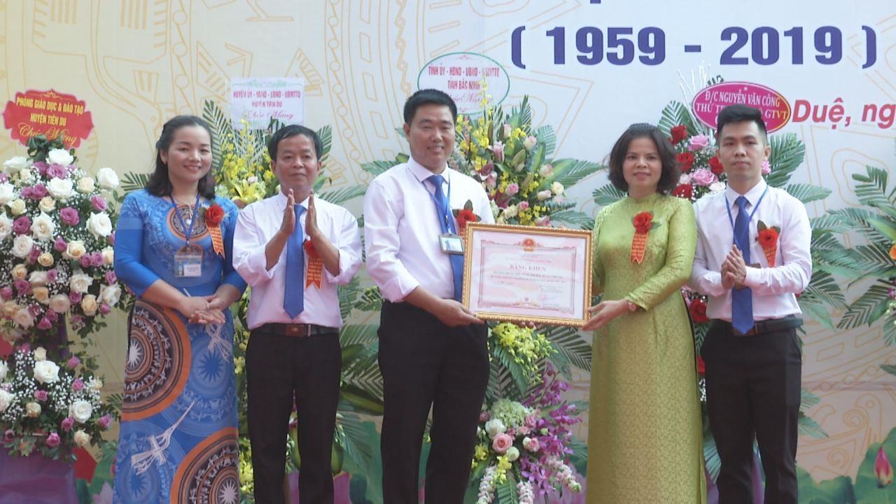 Chủ tịch UBND tỉnh Nguyễn Hương Giang dự lễ kỷ niệm 60 năm thành lập trường THCS Nội Duệ