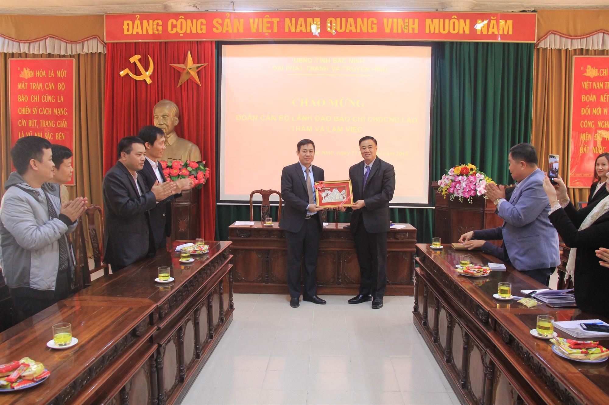Lãnh đạo Đài PTTH Bắc Ninh tiếp Đoàn cán bộ lãnh đạo  quản lý báo chí CHDCND Lào