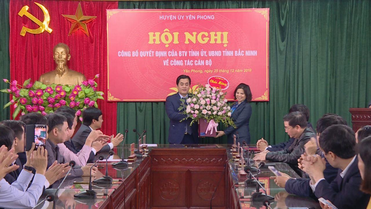 Chủ tịch UBND tỉnh trao Quyết định bổ nhiệm lãnh đạo huyện Yên Phong
