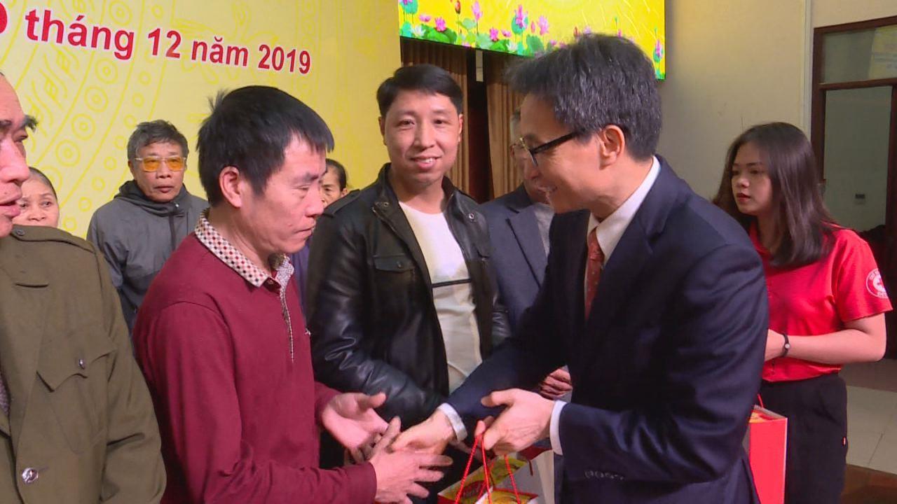 """Trao tặng quà """"Tết yêu thương – Tết vì người nghèo  và nạn nhân chất độc da cam Dioxin""""  Xuân Canh Tý 2020"""