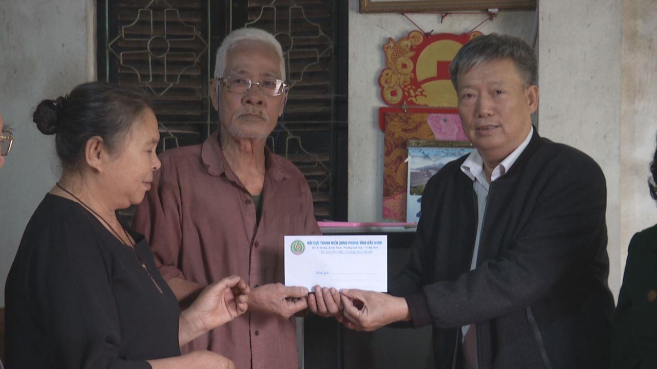 Hội Cựu Thanh niên xung phong thăm, tặng quà Tết tại huyện Tiên Du