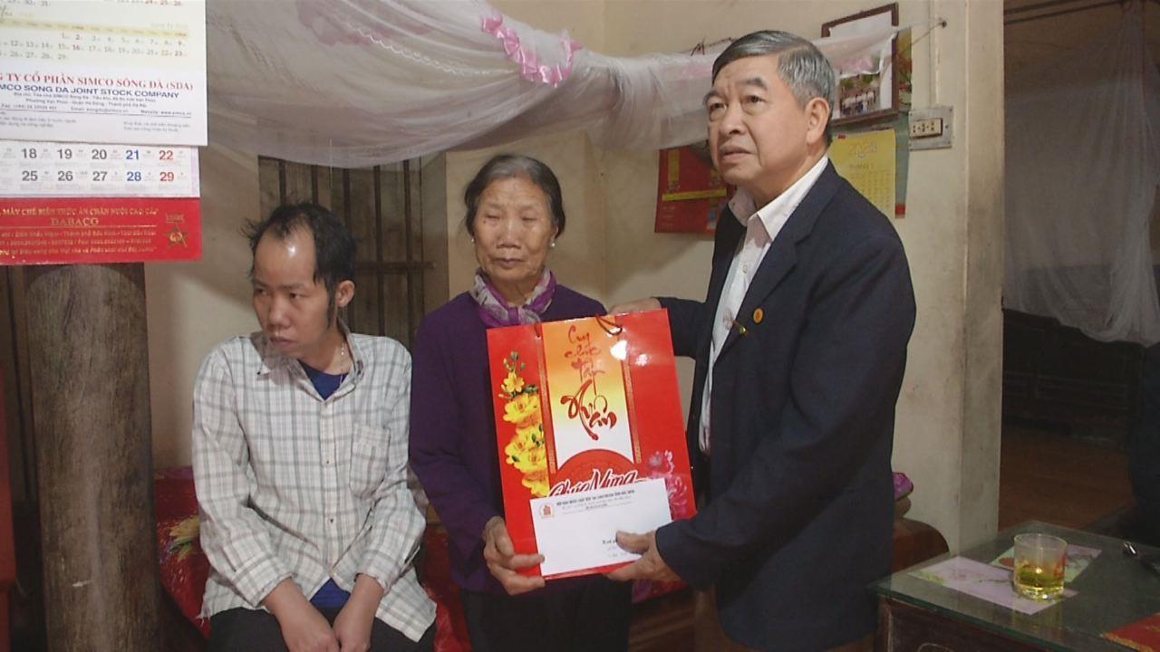 Tặng quà nạn nhân chất độc da cam dioxin tại Thành phố Bắc Ninh