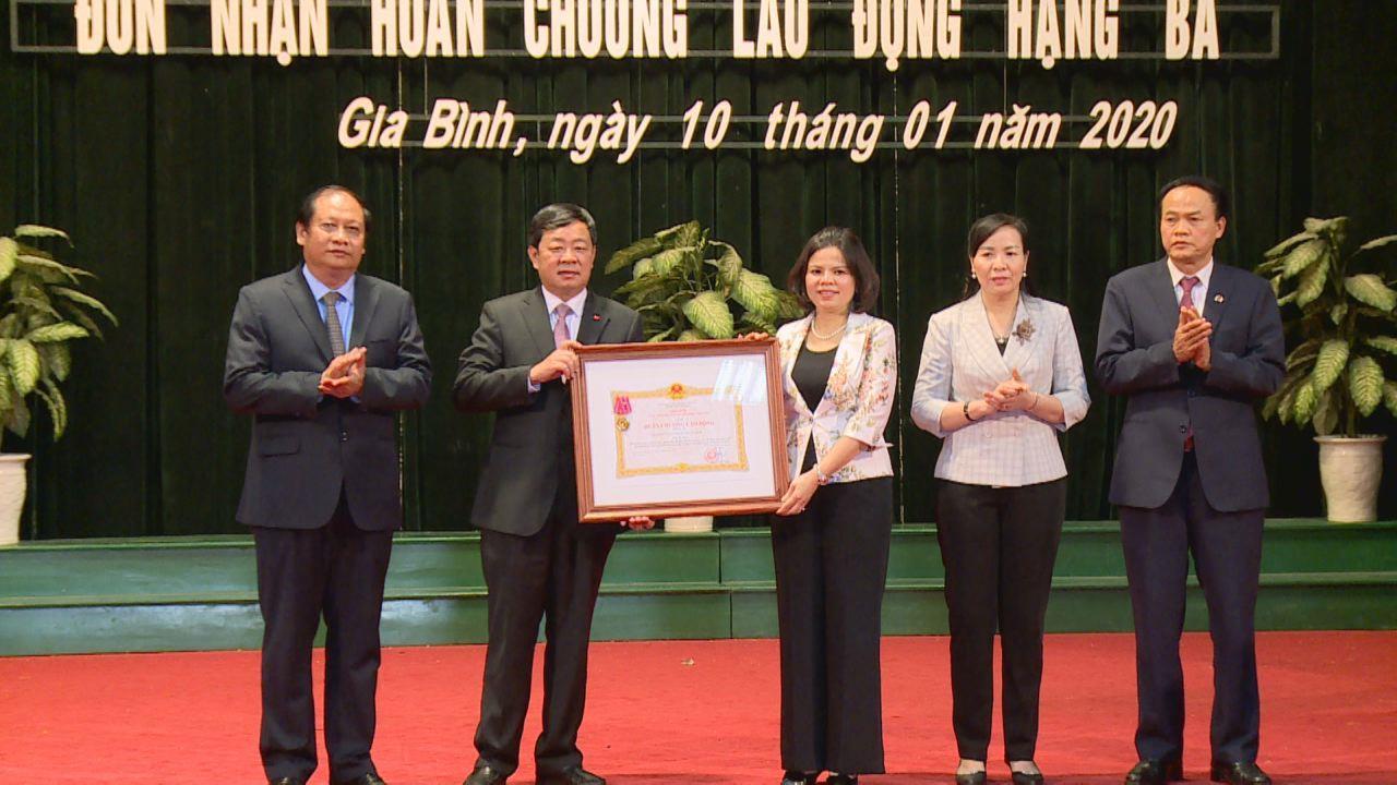 Huyện Gia Bình triển khai nhiệm vụ năm 2020 và đón nhận Huân chương Lao động hạng Ba