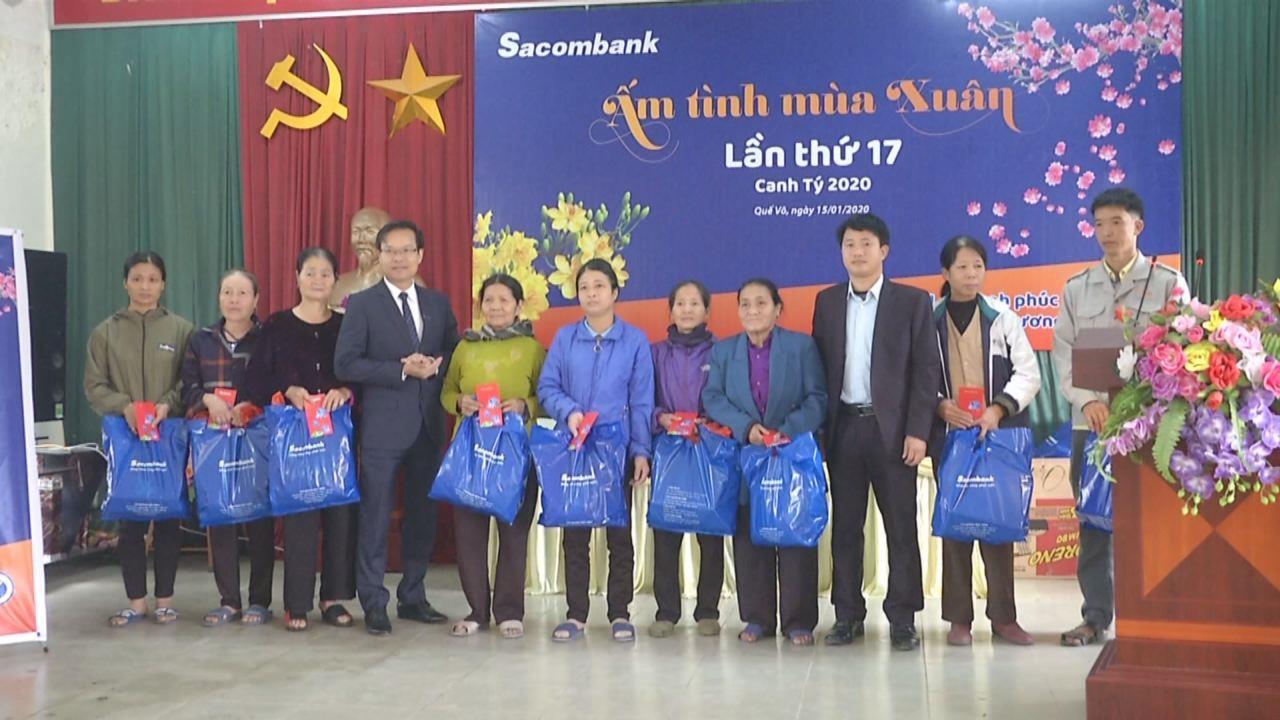 Sacombank Bắc Ninh tặng quà Tết hộ nghèo tại Quế Võ, Thuận Thành