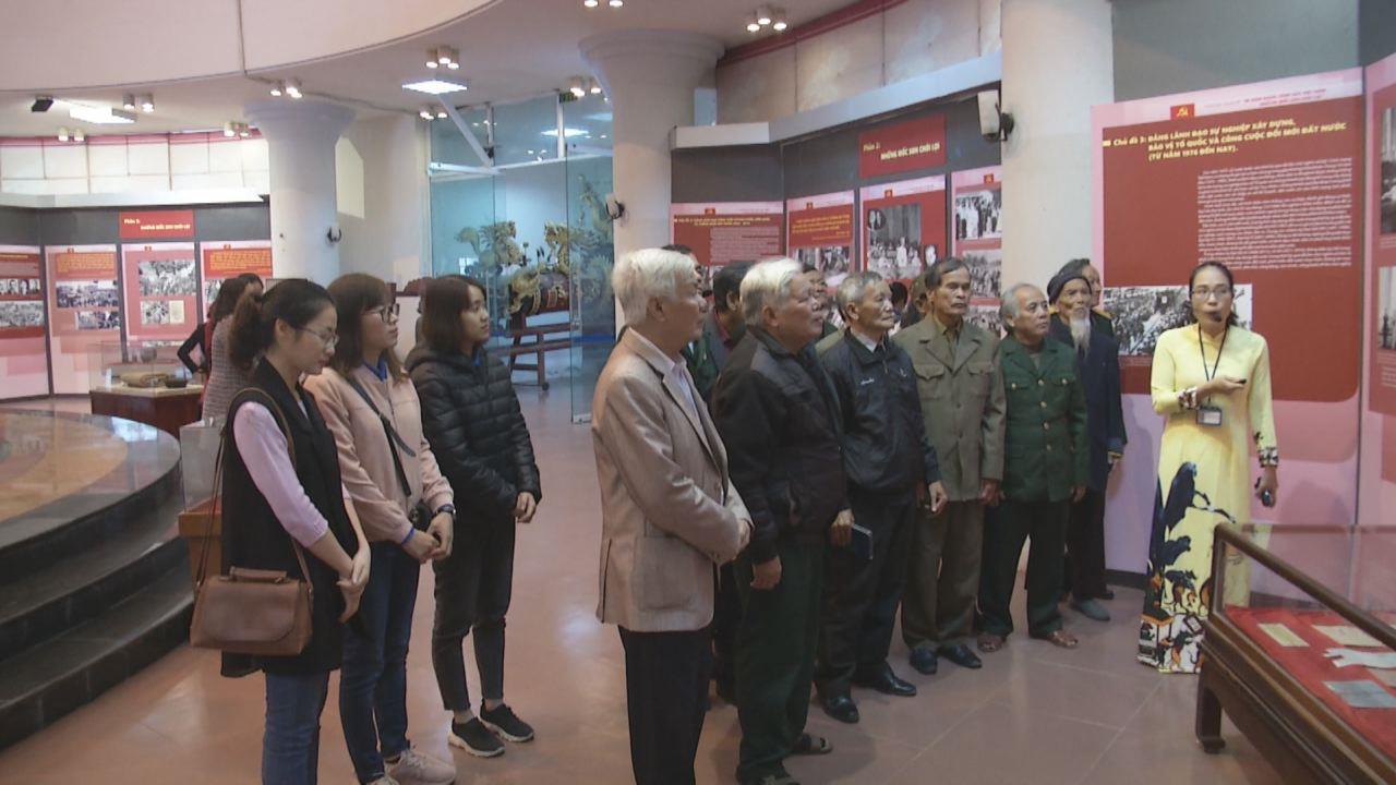 """Khai trương trưng bày  """"90 năm Đảng Cộng sản Việt Nam – Những mốc son chói lọi"""""""