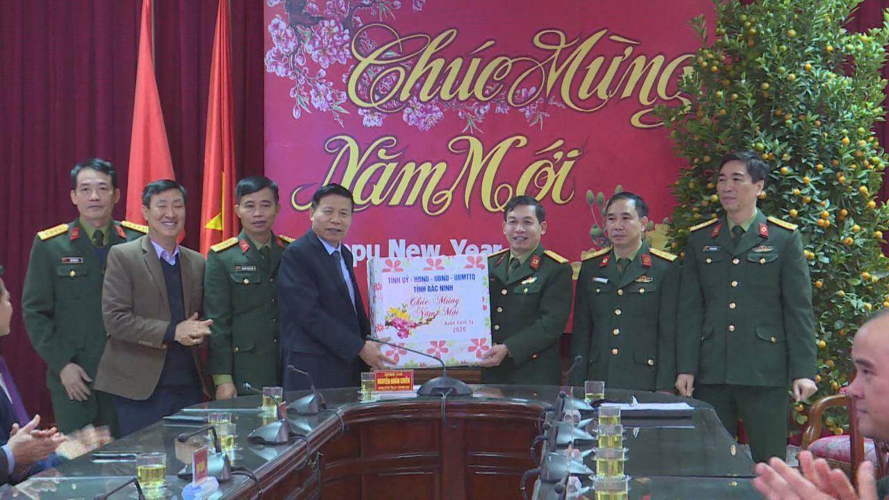 Bí thư Tỉnh ủy Nguyễn Nhân Chiến tặng quà Tết tại thành phố Bắc Ninh