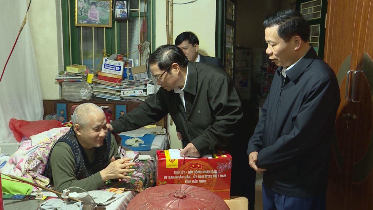 Trưởng Ban Tổ chức Trung ương Phạm Minh Chính thăm Trung tâm Điều dưỡng thương binh Thuận Thành