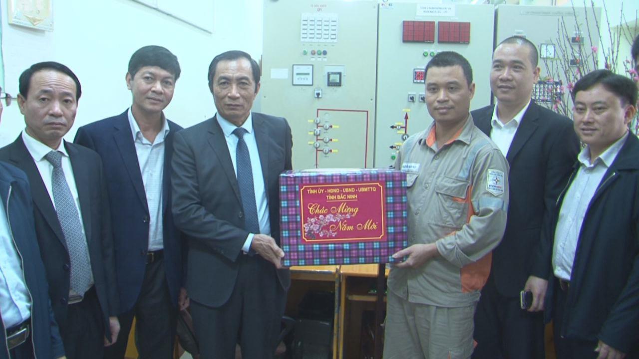 Phó Chủ tịch UBND tỉnh Nguyễn Văn Phong  thăm, chúc Tết Điện lực huyện Gia Bình