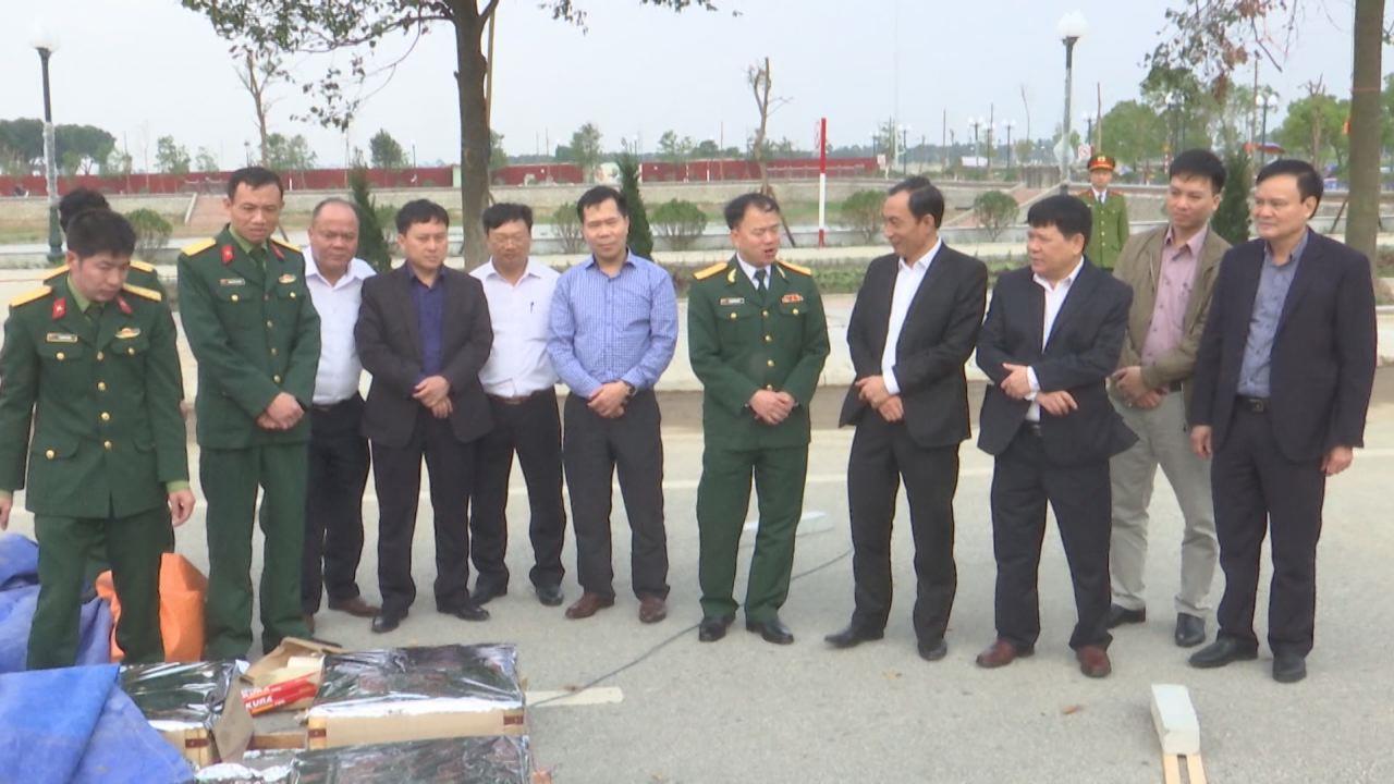 Phó Chủ tịch UBND tỉnh Nguyễn Văn Phong kiểm tra công tác chuẩn bị bắn pháo hoa tại các huyện phía nam tỉnh