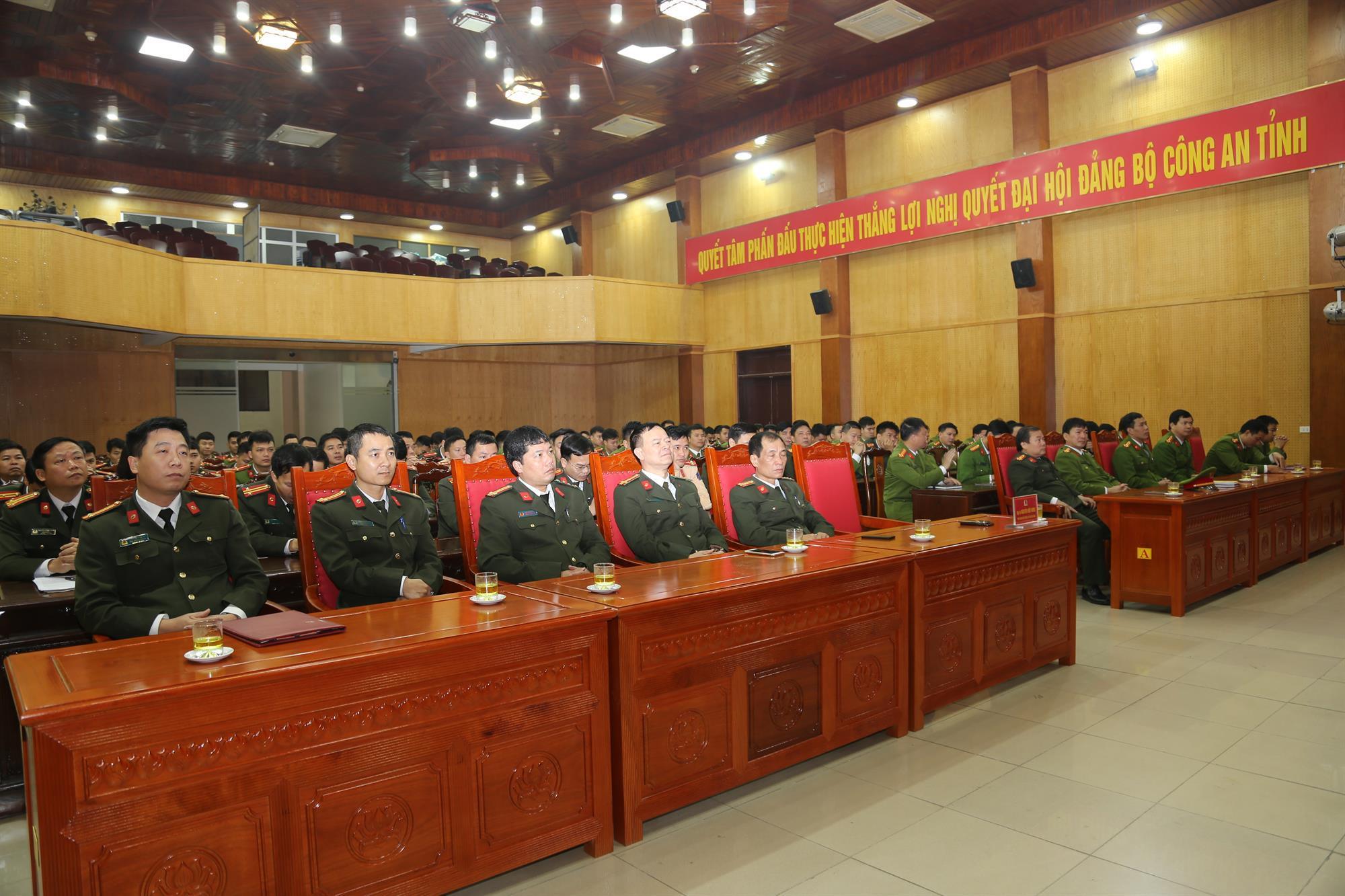 Công an tỉnh tập huấn Điều lệnh, huấn luyện quân sự, võ thuật năm 2020
