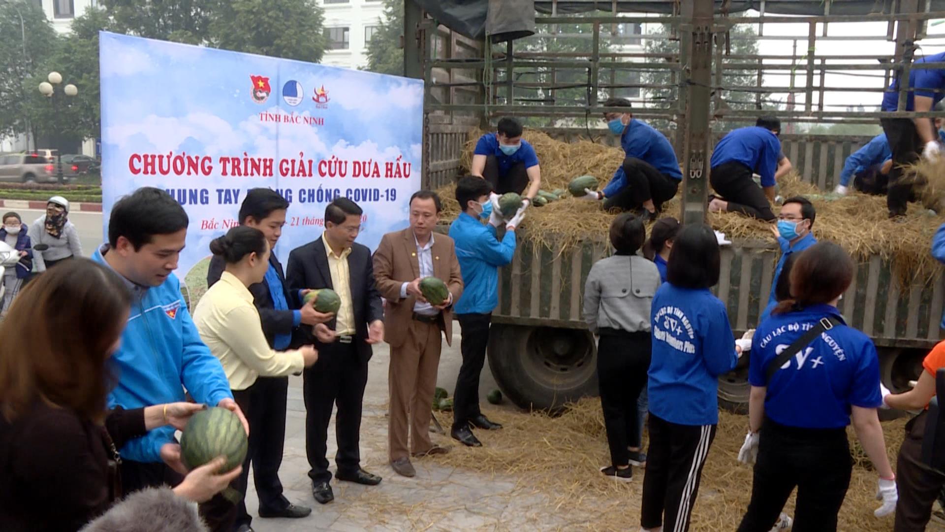 Tuổi trẻ Bắc Ninh hỗ trợ người dân Tây Nguyên tiêu thụ dưa hấu Chung tay cùng cộng đồng phòng chống Covid – 19