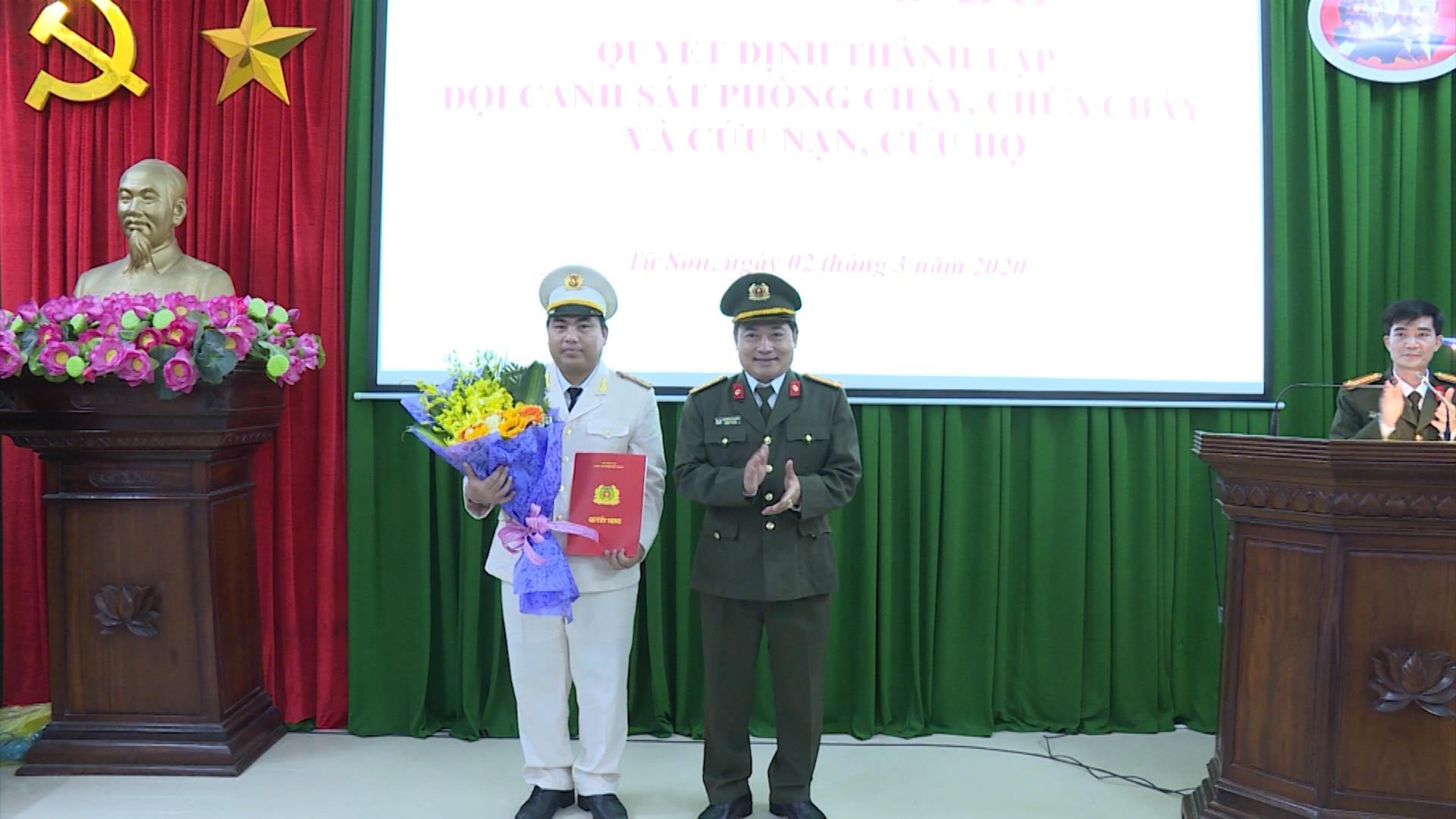 Công bố Quyết định thành lập đội PCCC và CNCH  thuộc Công an thành phố Bắc Ninh và Công an thị xã Từ Sơn