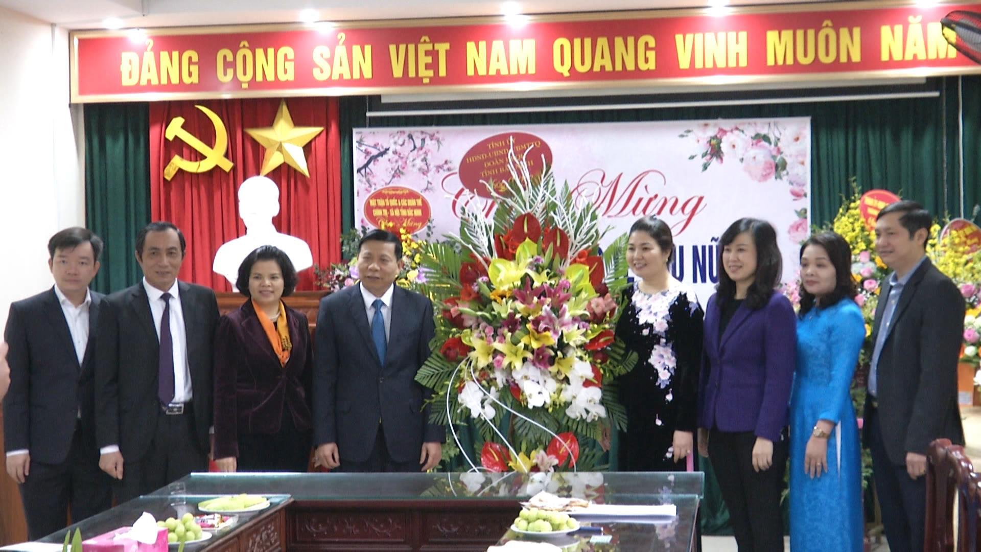 Chủ tịch UBND tỉnh thăm, tặng quà đối tượng chính sách  tại  thành phố Bắc Ninh