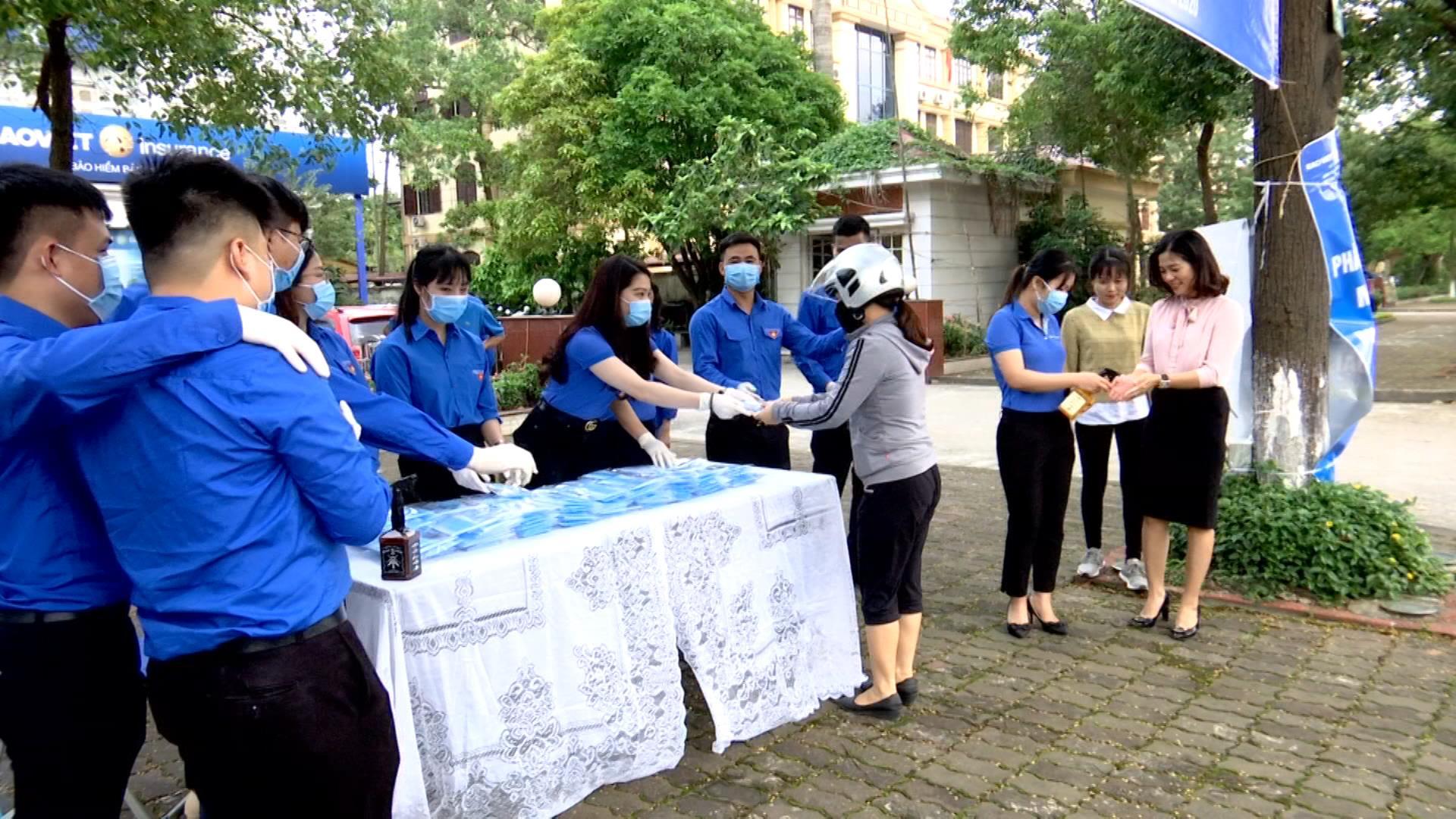 Công ty Bảo hiểm Bảo Việt Bắc Ninh phát 5.000 khẩu trang y tế miễn phí
