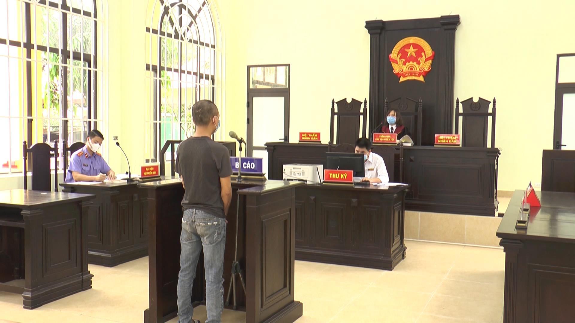 Chống đối tại chốt kiểm soát dịch Covid-19 thị xã Từ Sơn lĩnh 18 tháng tù