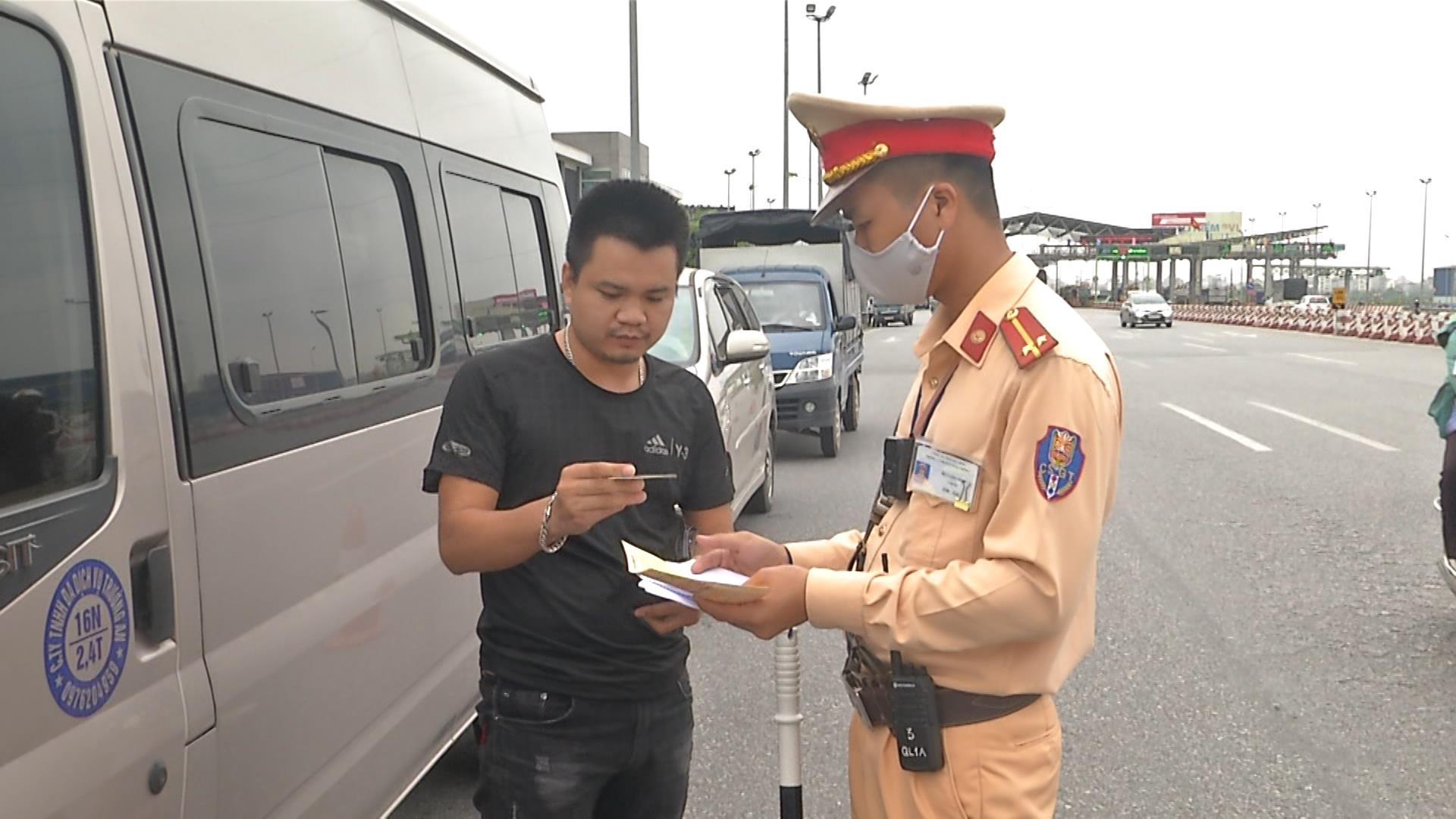 Xử phạt 674 trường hợp vi phạm trong 3 ngày đầu ra quân  tổng kiểm tra phương tiện cơ giới đường bộ