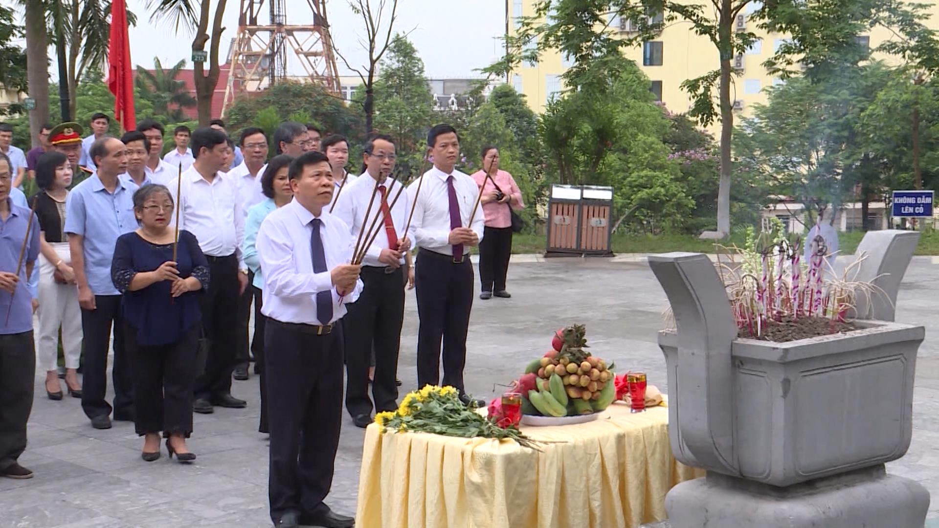 Dâng hương tưởng niệm 115 năm ngày sinh đồng chí Hoàng Quốc Việt