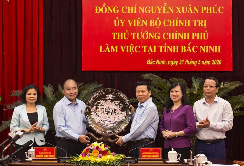 Thủ tướng làm việc với lãnh đạo chủ chốt của tỉnh.
