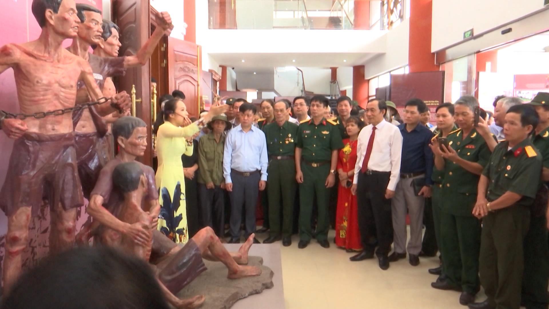 """Khai mạc trưng bày """"Sáng mãi tấm gương người chiến sĩ cách mạng  tỉnh Bắc Ninh bị địch bắt tù đày"""""""