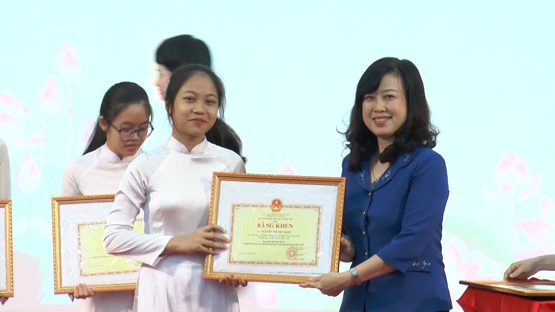 Khen thưởng học sinh giỏi quốc gia năm học 2019 – 2020