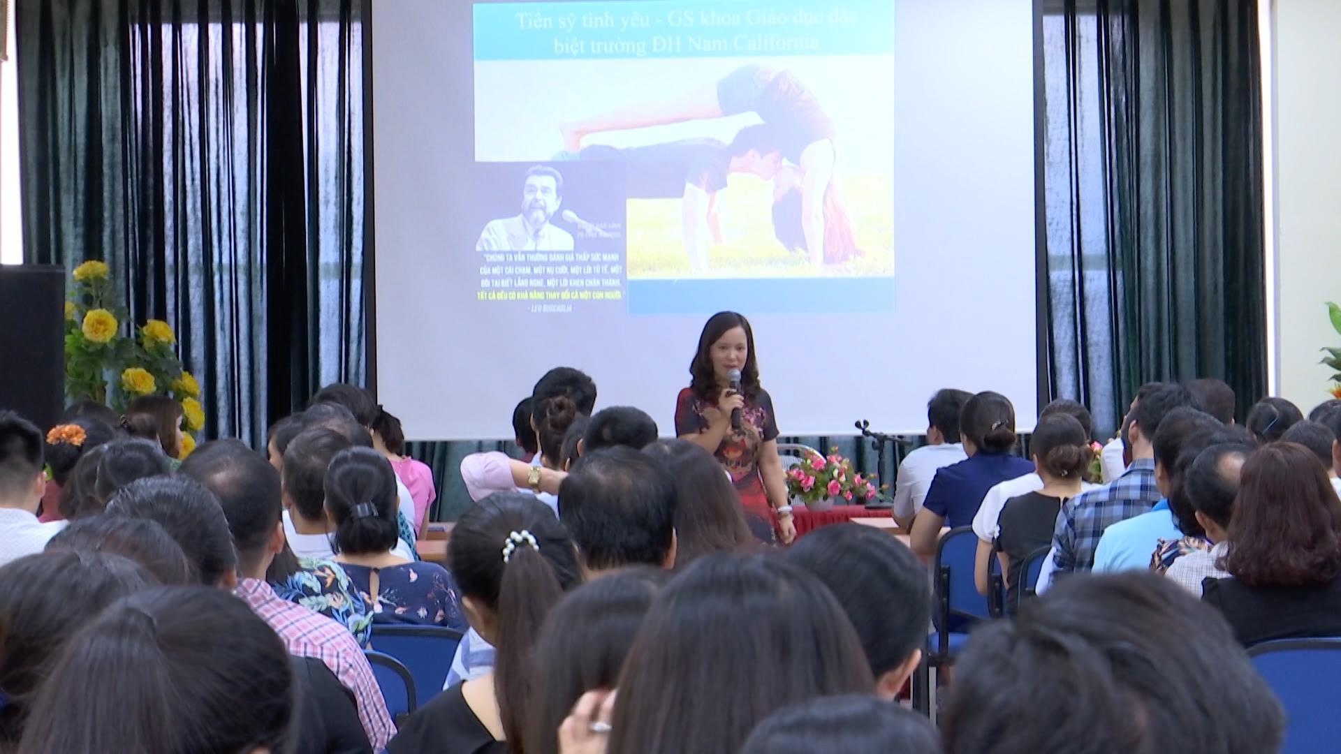 Nói chuyện chuyên đề: Kỹ năng nuôi dạy con thời hiện đại  và phòng chống bạo lực gia đình