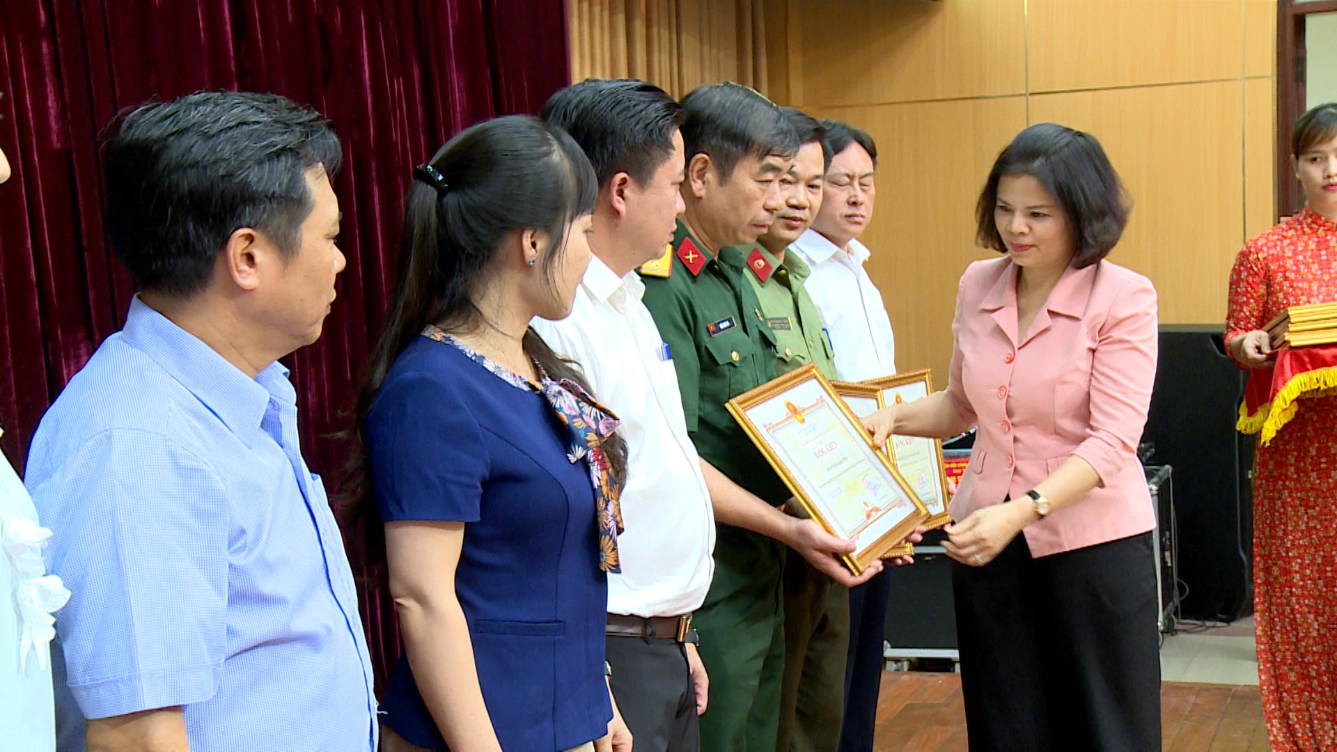 Khen thưởng công tác phòng, chống dịch COVID-19