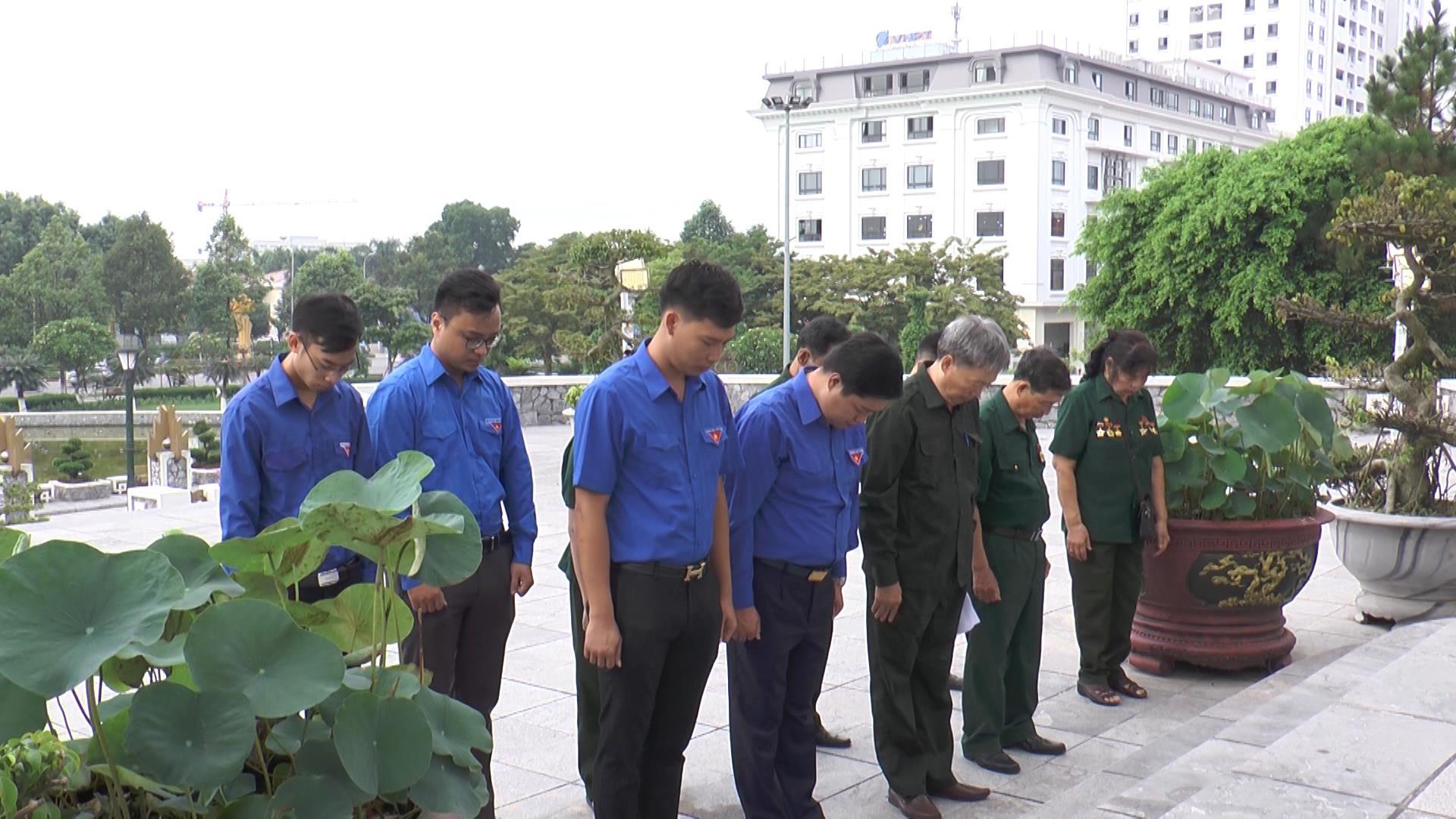 Hội Cựu Thanh niên xung phong dâng hương nhân kỷ niệm 70 năm ngày truyền thống
