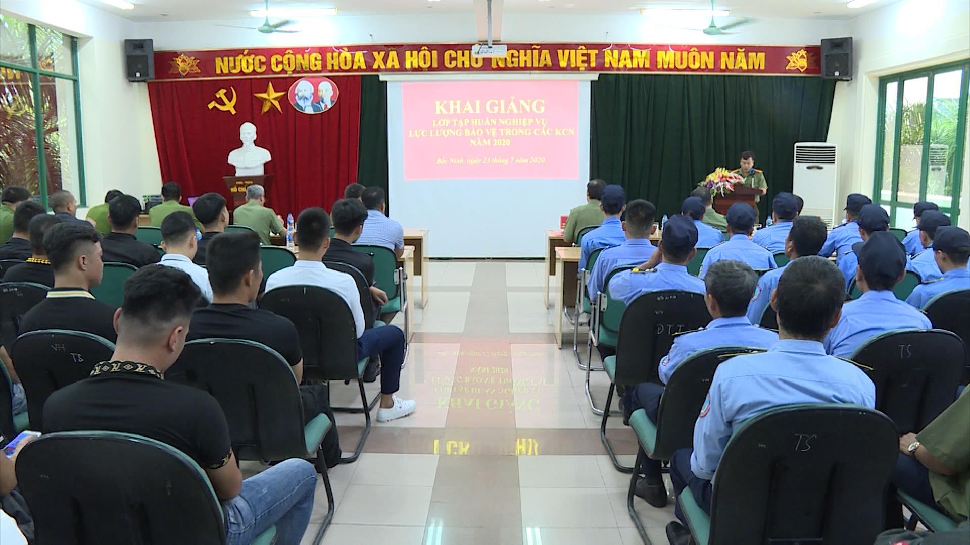 Khai giảng lớp tập huấn nghiệp vụ bảo vệ trong các Khu công nghiệp 2020