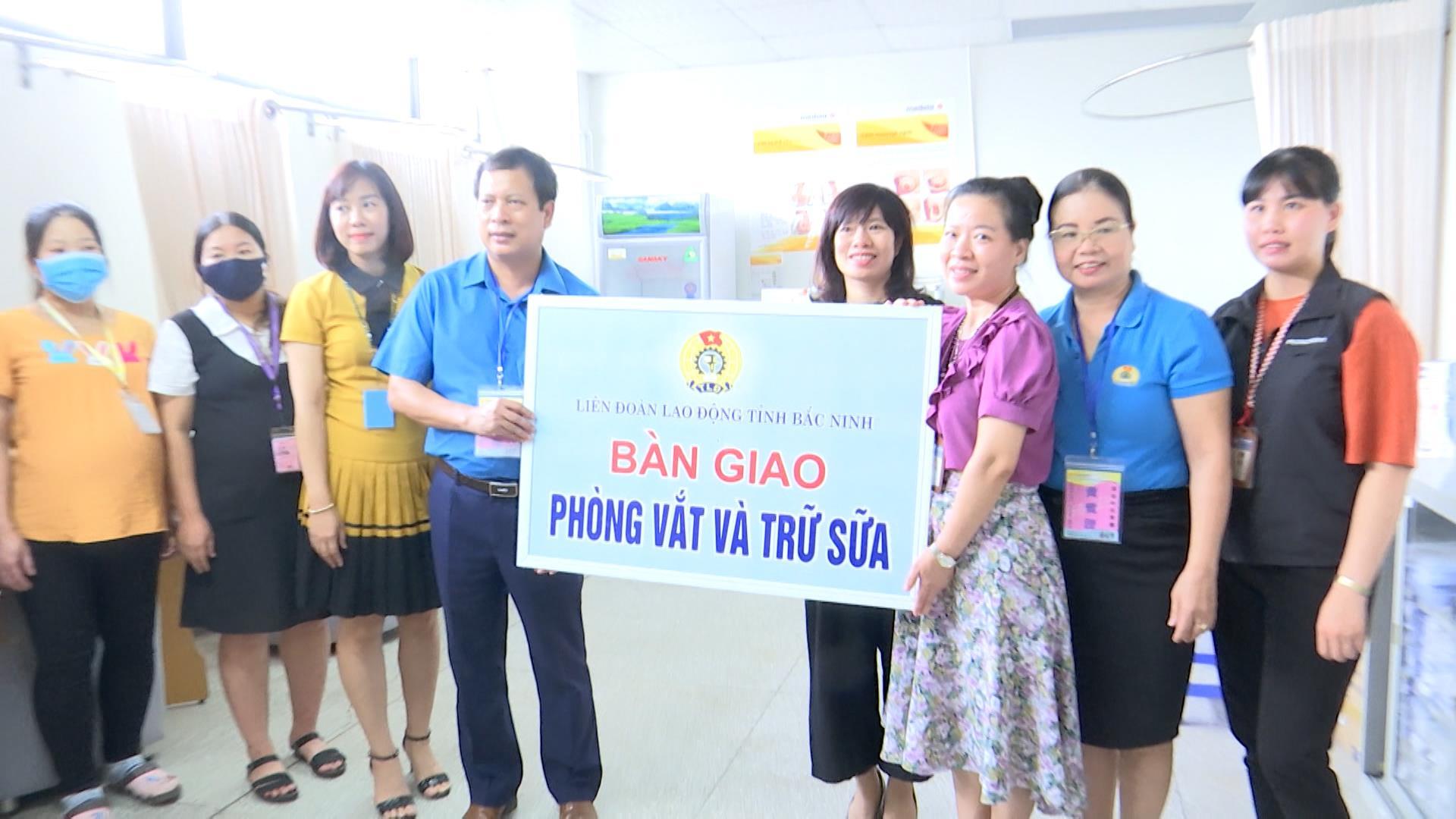 Liên đoàn Lao động tỉnh bàn giao phòng vắt và trữ sữa cho doanh nghiệp