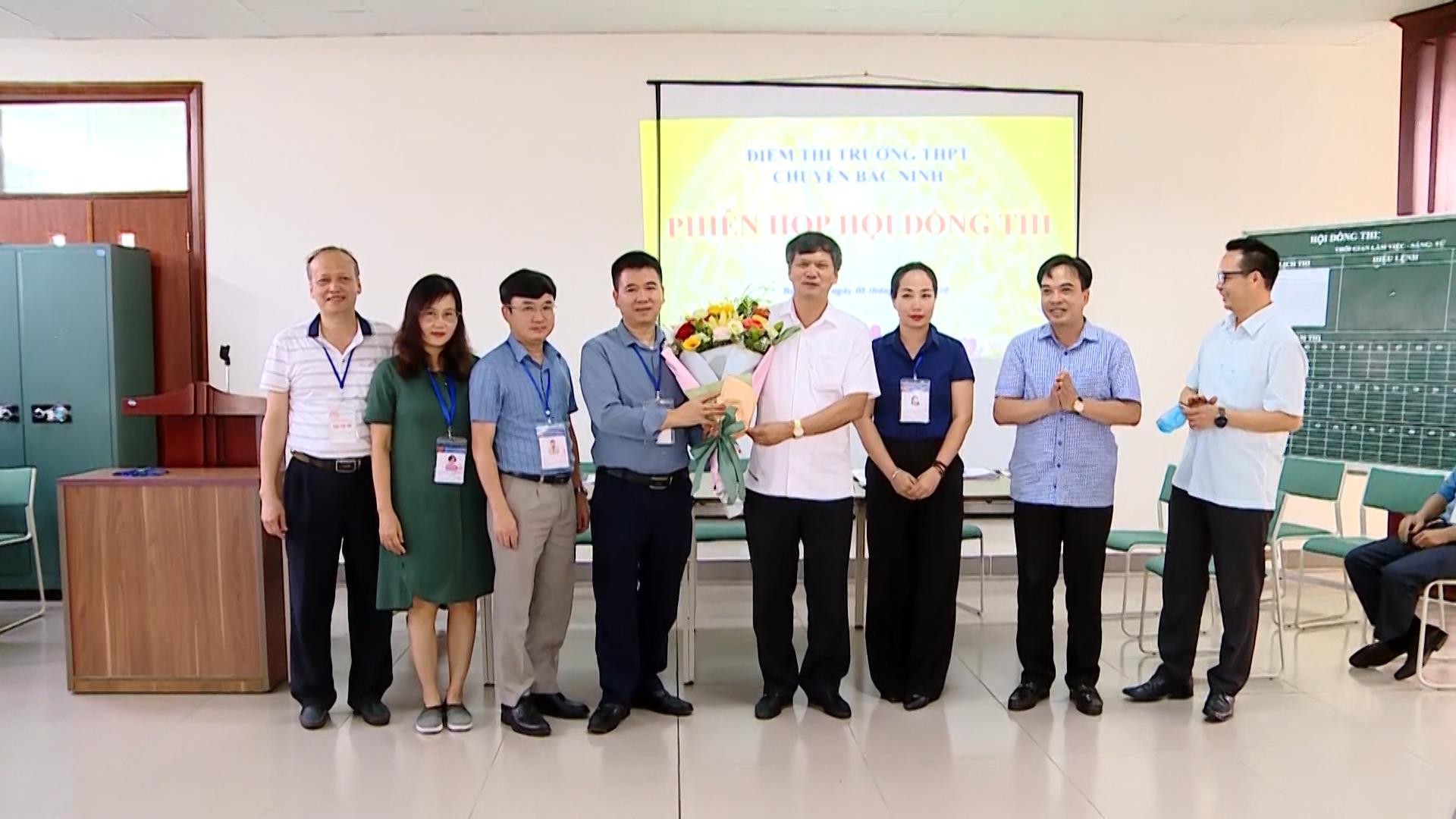 Lãnh đạo thành phố Bắc Ninh thăm, động viên các Hội đồng thi tốt nghiệp THPT